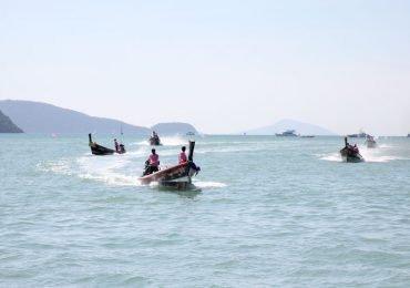 อบจ.ภูเก็ต จัดแข่งขันเรือหางยาว ในงานประเพณีลอยกระทง